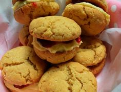 This recipe for Donna Hay& home-made Monte Carlos (coconut laced cookies filled with buttercream and raspberry jam) comes from her 2015 spring magazine and frankly I was nervous they would turn out because I& cooked a couple Crackle Cookies, Lace Cookies, Donna Hay Recipes, Quick Cookies, Coconut Cookies, Tray Bakes, Baking Recipes, Sweet Recipes, Yummy Treats
