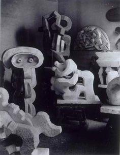 Brassaï - Sculptures de la période cubiste dans l' atelier de Jacques Lipchitz, 1933