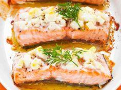 Fetajuustokuorrutettu uunilohi Recipes With Fish And Shrimp, Fish Recipes, Seafood Recipes, Vegetarian Recipes, Cooking Recipes, I Love Food, Good Food, Yummy Food, Seafood Dishes