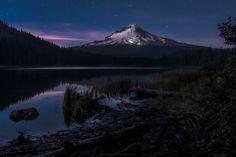 Mount Hood glowing in the twilight [OC][3000x2000] http://ift.tt/2yIr8xV