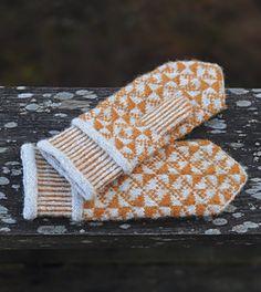 Ravelry: Spraka pattern by Agnes Asker Knitted Gloves, Knitting Socks, Knitting Designs, Knitting Patterns Free, Crochet Pattern, Knit Crochet, Vogue Knitting, Wrist Warmers, Beanies