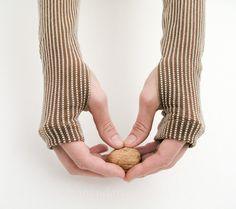 Elegante Stulpen mit Nadelstreifen in braun von mandaringelb auf DaWanda.com