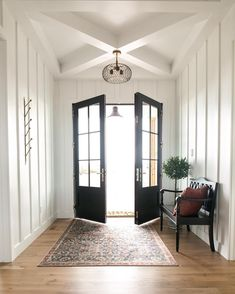 Nice 32 Latest Farmhouse Entryway Decoration Ideas To Try Soon. # decor lighting 32 Latest Farmhouse Entryway Decoration Ideas To Try Soon Modern Entryway, Entryway Decor, Entryway Lighting, Interior Lighting, Estilo Tudor, Entry Way Design, Entry Foyer, My Living Room, White Walls