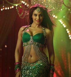 Bipasha https://twitter.com/bipsluvurself gorgeous ~ costume, jewelry... #Bollywood #Fashion