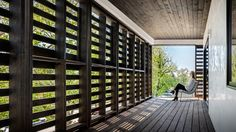 Completed in 2017 in Denver, United States. Images by Astula Inc. The Denver Pallet House is a single-family residence located in the Sloan's Lake neighborhood of Denver, Colorado. The house is clad in a module of. Wood Architecture, Sustainable Architecture, Houses In Denver Colorado, Casa Do Rock, Flavio Castro, Movable Walls, House Shutters, Empire Romain, Rectangular Pool