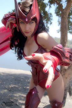 Character: Scarlet Witch / From: MARVEL Comics 'Avengers' / Cosplayer: Alicia Bellamy (aka Vertvixen)
