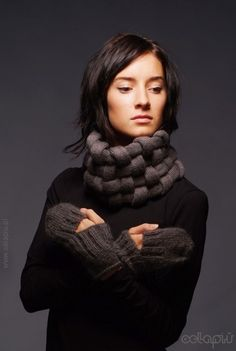knitted scarf and gloves that are just awesome, love to have this talent #loop #knitted