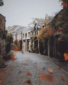 Edinburgh in autumn Carlos Mendes, Edinburgh Scotland, Scotland Food, Scotland Beach, Autumn Cozy, Autumn Aesthetic, Best Seasons, Autumn Photography, Autumn Inspiration