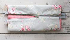 Ready for school: diy box pencil case - Gathered Threads Diy Pencil Case, Pencil Boxes, Pencil Pouch, Diy Bags Patterns, Pouch Pattern, School Readiness, Diy Box, Floral Fabric, My Bags