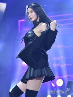 Hello Venus Trans: [Pann] Black Nara that make us gapes and look at her I Love Girls, Cute Girls, Korean Beauty, Asian Beauty, Elegantes Outfit, Brunette Girl, Girl Bands, Korean Celebrities, Beautiful Asian Women
