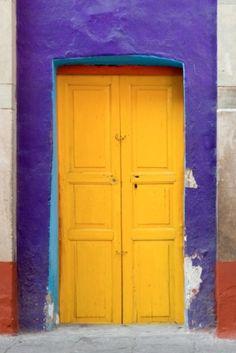 межкомнатные и входные двери желтого цвета