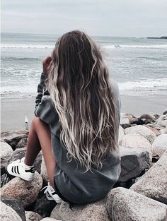The first thing that comes to my mind when we talk about shade is the beautiful color of the cycles between the hair. The shaded hair colors, which have reached. Tumbrl Girls, Foto Casual, Insta Photo Ideas, Photos Tumblr, Girl Haircuts, Girls Life, Cute Photos, Photography Poses, Teen Beach Photography
