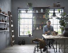 Convidem a natureza a entrar — e a ficar. Pedestal, Ikea Portugal, Shelves, Home Decor, Black Countertops, Ikea Home, Office Home, Windows, Nature