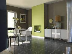 Green living room walls - which is an idol today minimalist home is already one of the favorite homes for urbanites. Living Room Green, New Living Room, Painted Feature Wall, Feature Walls, Room Wall Painting, Wall Colors, Colours, Minimalist Home, Kitchen Styling
