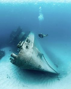 Explore the ocean and this abandoned ship with me, Underwater Shipwreck, Underwater World, Abandoned Ships, Abandoned Places, Marine Archaeology, Underwater Pictures, Scuba Diving Equipment, Epic Photos, Futuristic Cars