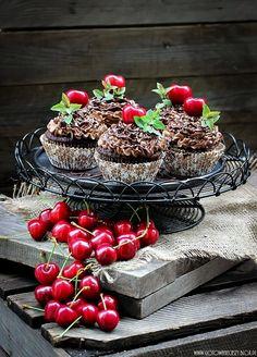 Gotuję, bo lubię   Chocolate Coffee Cupcakes with Cherries from gotowaniecieszy.blox.pl