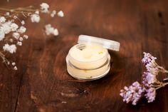 Lehký denní krém pro zralou pleť - Kosmetika hrou Candle Jars, Candles, Cosmetics, Homemade, Food, Diy, Alcohol, Home Made, Bricolage