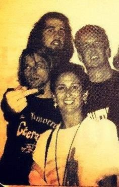 Kurt showing the finger and Krist behind him.