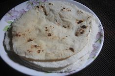 Gluten Free Chapati recipe which turned out super soft and it a great substitute for regular chapati. Also it is a great way to use leftover cooked rice. Rice Roti Recipe, Akki Roti Recipe, Palak Paratha, Aloo Methi, Rice Recipes, Great Recipes, Favorite Recipes, Cheesecake Deserts, Chapati Recipes