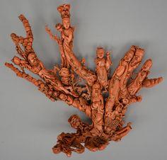 Exceptionnel corail rouge sculpté avec la répresentation de 8 figures, Chine, ca 1900