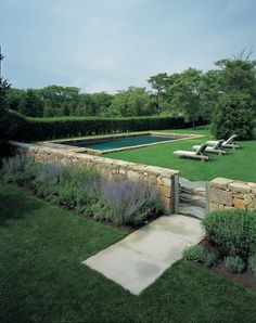 Having a pool sounds awesome especially if you are working with the best backyard pool landscaping ideas there is. How you design a proper backyard with a pool matters. Backyard Pool Designs, Swimming Pool Designs, Backyard Landscaping, Landscaping Retaining Walls, Luxury Landscaping, Country Landscaping, Country Pool, Pool Fence, Pool Houses