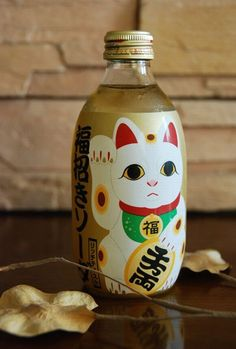Then drank this refreshing soda. Love the design as well. very kawaii and Japanese. Japanese Drinks, Japanese Sake, Turning Japanese, Japanese Culture, Japanese Food, Maneki Neko, Neko Cat, Bottle Packaging, Brand Packaging