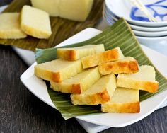 This easy to make gluten free Kuih Bingka Ubi Kayu (Baked Tapioca Cake) is a Nyonya tea time treat. It is moist, tender, fragrant, and super delicious. | RotiNRice.com