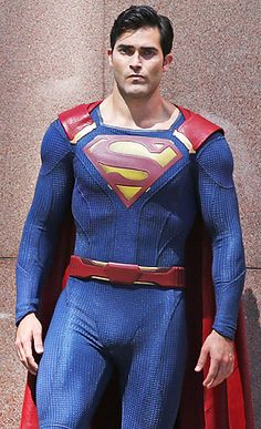"""thickneyspears: """" zacefronsbf: """" """"Tyler Hoechlin on the set of Supergirl (July 29th) """" """" Um Excuse me?!!?? """""""