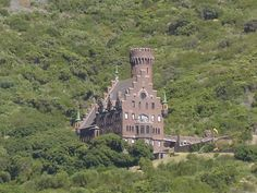 Castle in Karbonkelberg in Hout Bay. Like many of the castles and fortresses in… Most Beautiful Cities, Beautiful Buildings, Places To Travel, Places To See, Lichtenstein Castle, Cape Town South Africa, The Beautiful Country, Continents, Around The Worlds