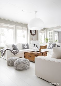 Grey and off white living room. Modern country home style. Coastal Living Rooms, Living Room Grey, Home Living Room, Living Room Decor, Living Spaces, Cozy Living, Deco Design, Design Case, Design Trends
