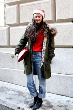 60 ways to style blue jeans - parka with fur , red sweater, boyfriend denim and a winter beanie