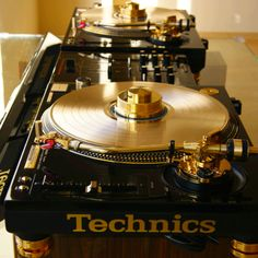 Technics set-up. #djculture http://www.pinterest.com/TheHitman14/dj-culture-vinyl-fantasy/