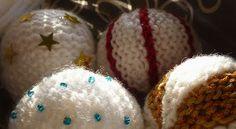kerstballen breien op z'n boerenfluitjes.............