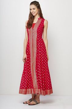 Beautiful Fancy Kurti in Red Color with Embroidery Work Long Gown Dress, Sari Dress, Anarkali Dress, Lehenga Blouse, Diy Dress, Lehenga Designs, Kurti Designs Party Wear, Silk Kurti Designs, Blouse Designs