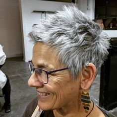 36 Pretty Short Pixie Haircuts fro Women in 2020 - Page 19 of 36 - Lead Hairstyles Bob Hairstyles For Fine Hair, Short Pixie Haircuts, Short Hairstyles For Women, Vintage Hairstyles, Cool Hairstyles, Glasses Hairstyles, Woman Hairstyles, Thick Hair Pixie, Thin Hair Cuts