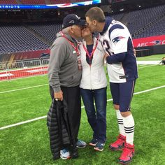 See this Instagram photo by @tombrady • 136.2k likes SB51 Tom and his mom and Dad on family picture day
