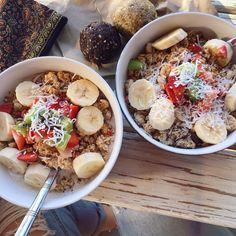 "TESS BEGG - VEGAN on Instagram: ""Coconut & Cacao smoothie bowls + protein balls so freakin gooooood @jonahkerehona """