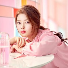 If you're looking for trending makeup in Korea, look no further! We've compiled a list of the most intriguing and beautiful makeup trends happening now. Best Korean Makeup, Korean Beauty, Asian Beauty, Kim Joo Jung, Kim So Eun, Korean Actresses, Korean Actors, Makeup Trends, Beauty Trends