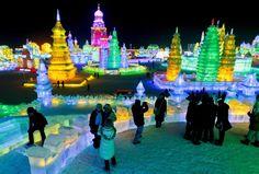 Gigantescas estatuas de nieve y agua helada en el Festival de la Nieve y el Hielo de la ciudad de Harbi, en el extremo norte de China.