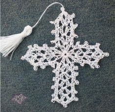 Crocheted Cross Bookmark | The Purple Poncho (free crochet pattern)