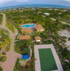 Luxo casas em apartamentos à venda em toda a Praia do Forte, Bahia, Brasil.