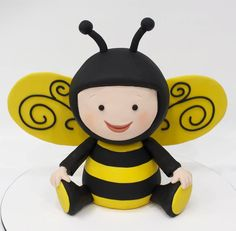 Omg cutest bee cake