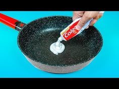30 INCREÍBLES TRUCOS E IDEAS CON PASTA DE DIENTES - YouTube Cleaning Recipes, Cleaning Hacks, Diy Arts And Crafts, Easy Crafts, Plastic Bottle Art, Clean Grill, Hacks Diy, Kitchen Hacks, Flower Making