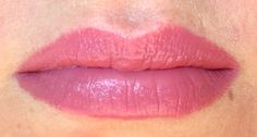 essence me and my umbrella matt lipstick 02 i ♥ rainy days tragebild swatch