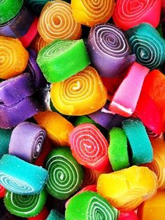 colors of the rainbow Rainbow Food, Taste The Rainbow, Over The Rainbow, World Of Color, Color Of Life, Bonbons Pastel, Orange Pastel, Food Wallpaper, Colorful Candy
