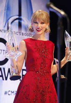 Taylor Swift at the 2013 CMA Awards