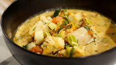 Fisksoppa är perfekt bjudmat vintertid och den här får så god smak av vin och saffran. Receptet kan lätt dubbleras om ni är många. Potato Salad, Cabbage, Mango, Potatoes, Lunch, Meat, Chicken, Vegetables, Ethnic Recipes