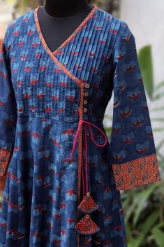 pintucked anghrakha – the tulip & the cosmic twilight pintucked anghrakha – die tulpe & das kosmische dämmerlicht Neck Designs For Suits, Designs For Dresses, Blouse Neck Designs, Kurta Designs Women, Salwar Designs, Kurti Designs Party Wear, Kurta Patterns, Kurta Neck Design, Pakistani Dress Design