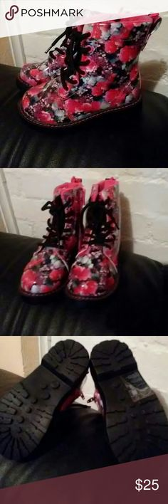 H&M Toddler Girl's Floral Combat Boots size 8 H&M Toddler Girl's Floral Combat Boots Size 8 Brand New Never Worn #Punk #Cute #Edgy H&M Shoes Boots
