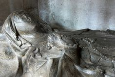 Effigy of a lady thought to be a member of the Gifford family, Worcester Cathedral, c. 1300. Next to her monument lies an effigy of Bishop Gifford    http://professor-moriarty.com/info/section/church-monument-art/14th-century-church-monuments-lady-gifford-family-worcester-cathedral